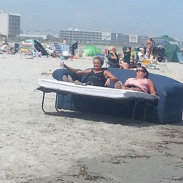 Upbeat News Hilarious Photos Of Beach Vacations Gone Wrong